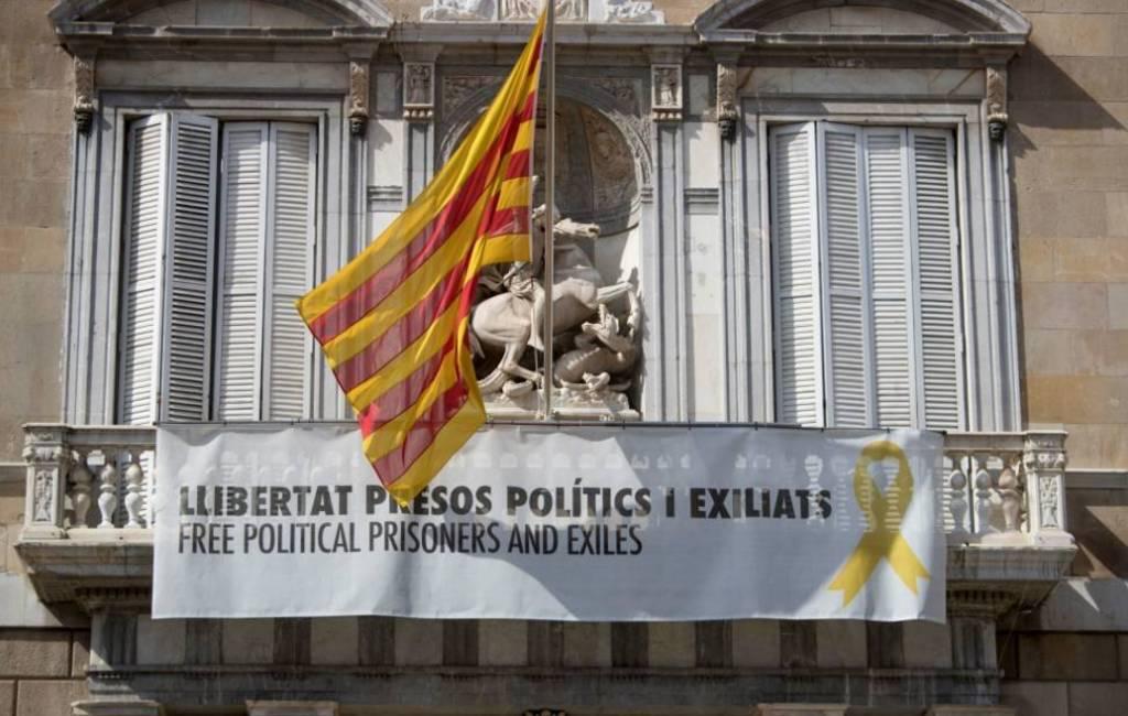 Nieuw 24 uurs ultimatum aan Torra vanwege gele lintjes en vlaggen
