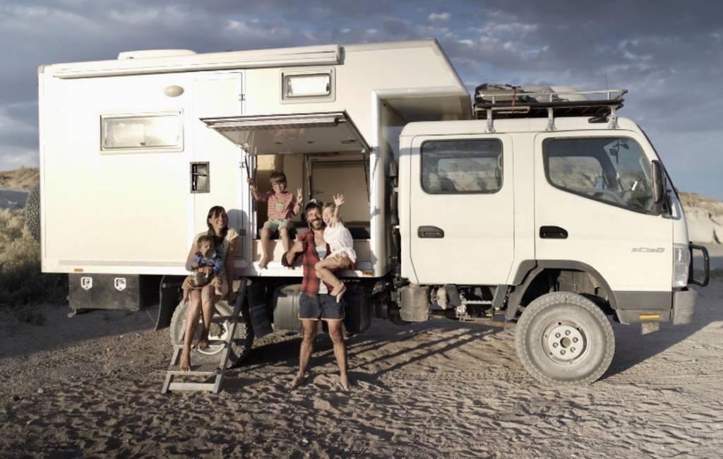 Spaanse familie reist zes jaar in vrachtwagen over de wereld