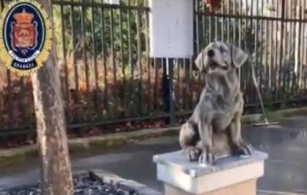 Monument ter ere van de politiehonden in Granada