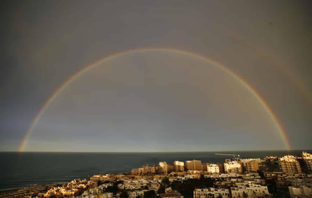 Veel regen en regenboog in Torrevieja