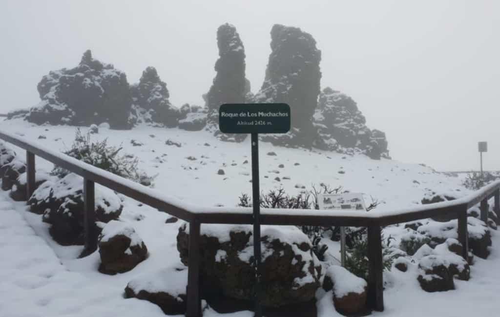 Sneeuw, regen, aardbeving en waterhoos bij de Canarische Eilanden
