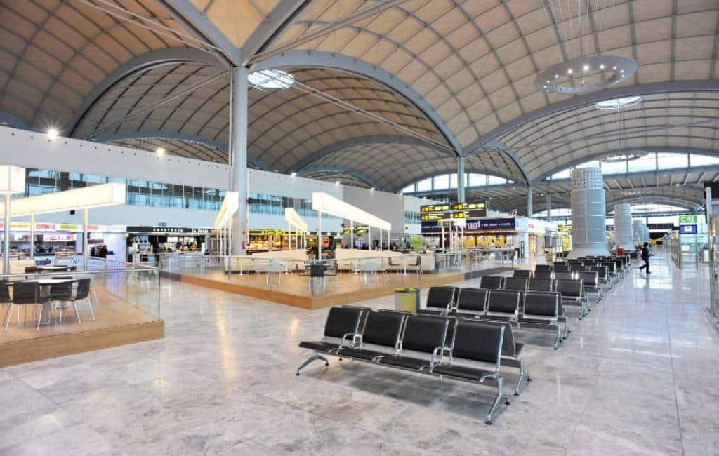 Vliegveld Alicante-Elche verwerkt meer passagiers dan vorig jaar