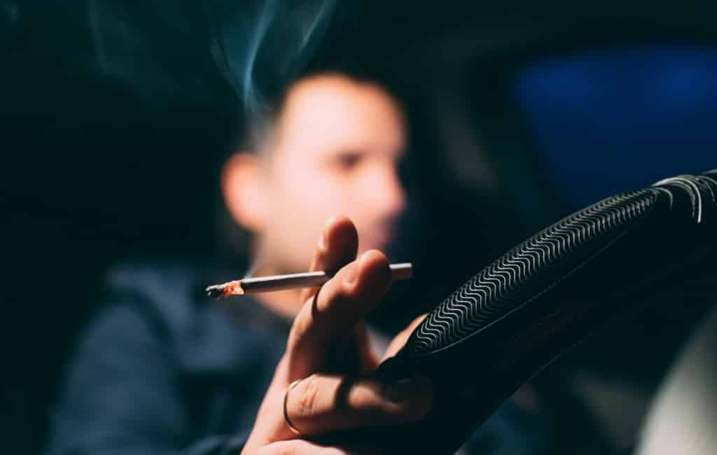 Spaanse regering overweegt rookverbod in personenwagens