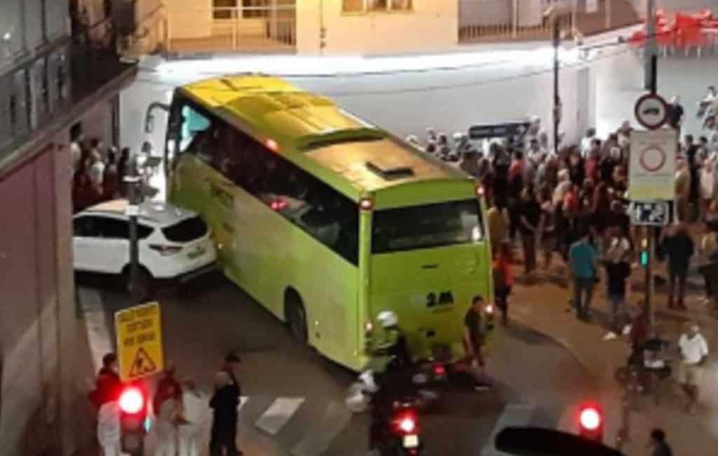 Chauffeur toeristenbus rijdt vrouw dood in Benidorm