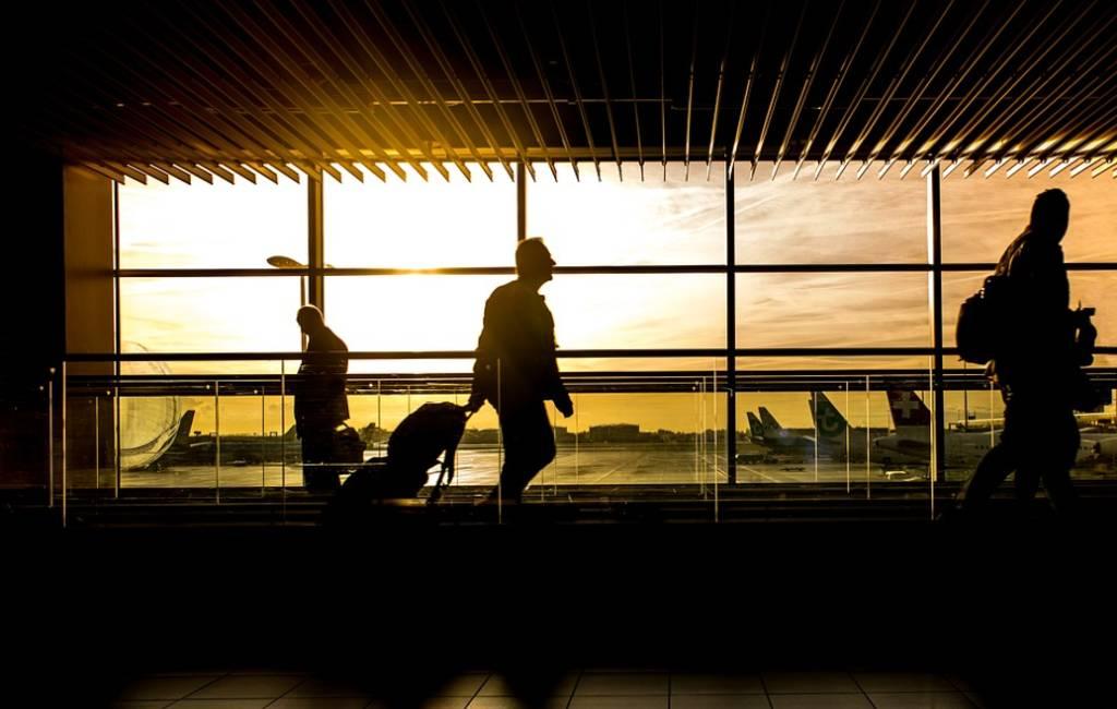 Veiligheidsbeambte vliegveld Mallorca overleden na duw Duitse toerist