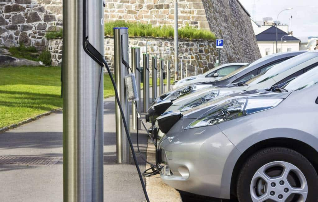 Elektriciteitsleveranciers Spanje willen duizenden laadpalen plaatsen