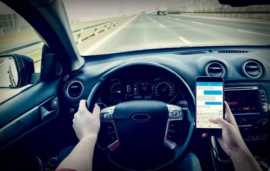 Spaanse verkeersdienst roept op autobestuurders geen WhatsApp te sturen