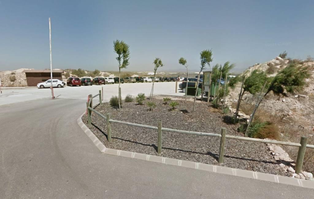 Parkeren tegen betaling bij Playa de los Muertos strand in Almería