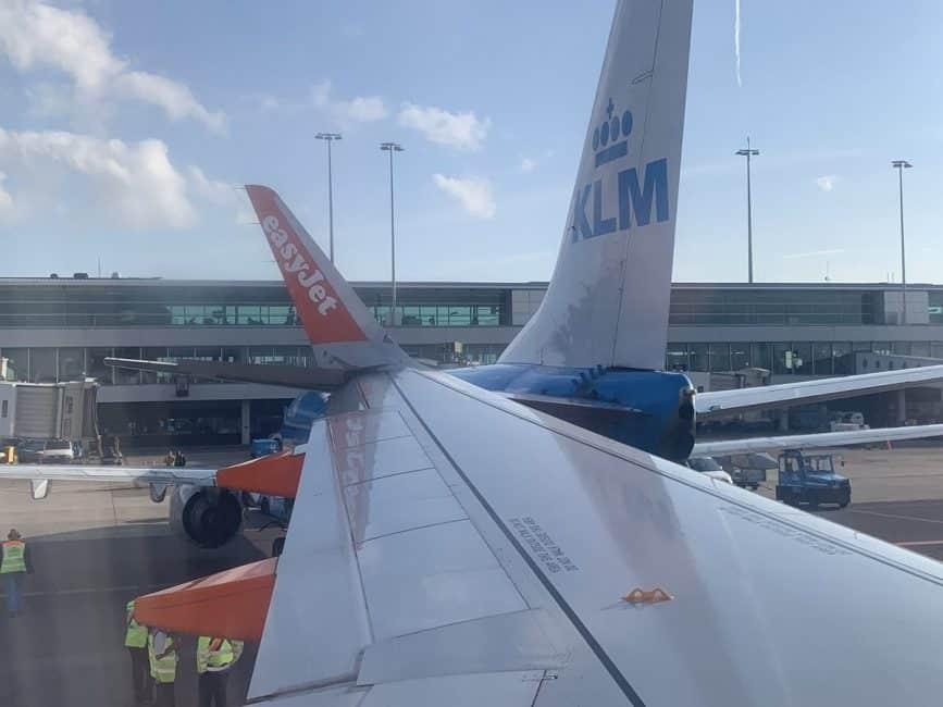 KLM vliegtuig op weg naar Madrid botst op Easyjet toestel op Schiphol