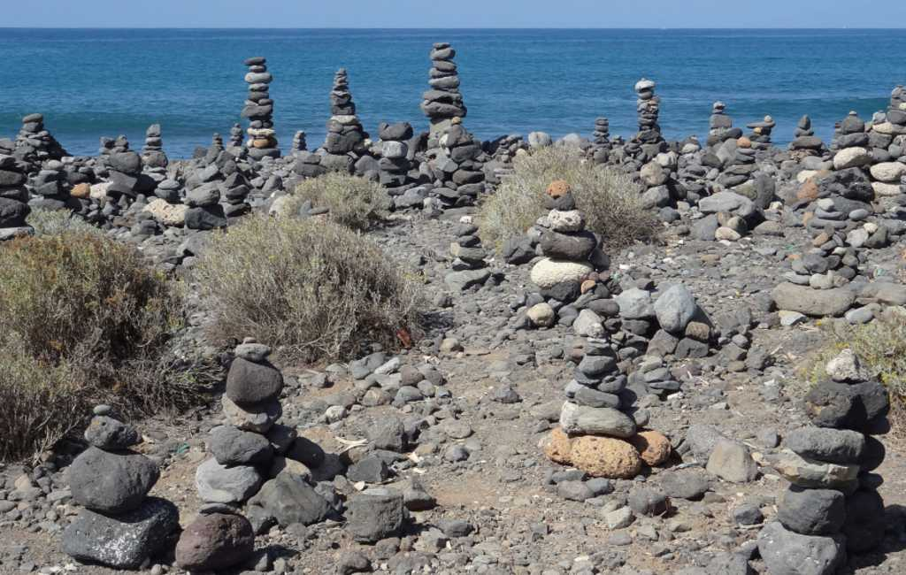 Tenerife heeft het helemaal gehad met de steenmannetjes
