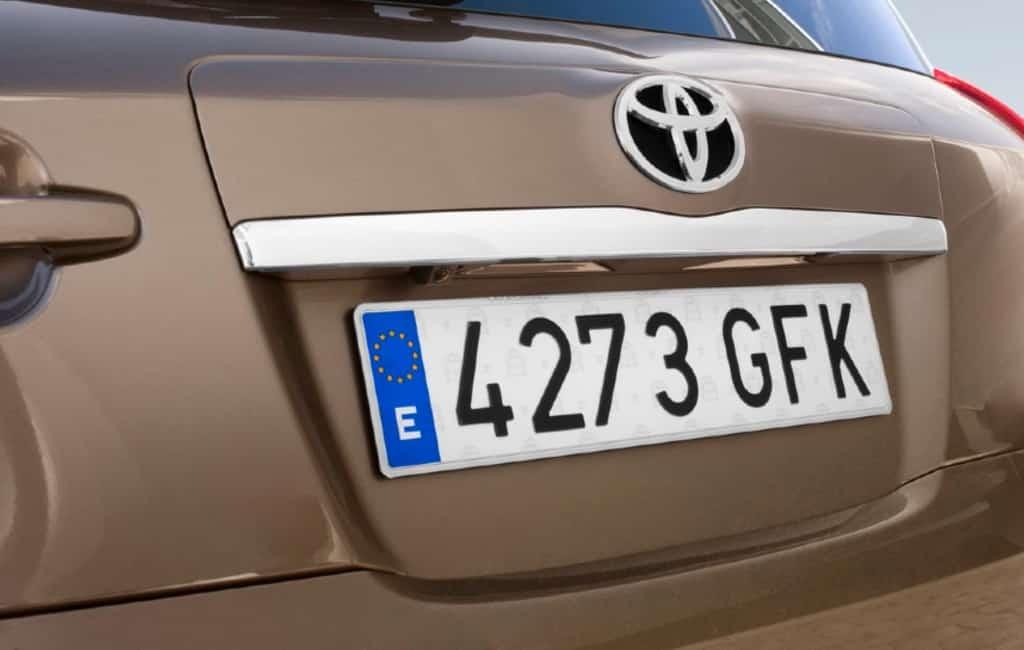De Spaanse nummerborden en de leeftijd van een auto