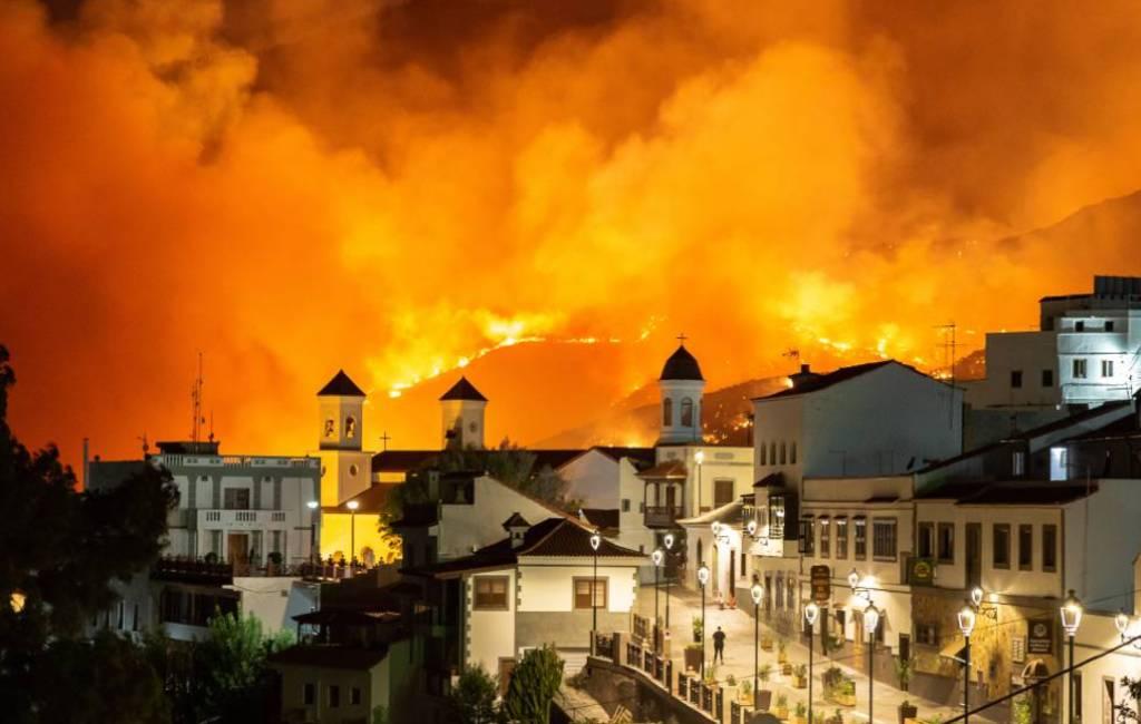 Blussen bosbrand Gran Canaria moeilijk door aanhoudende wind
