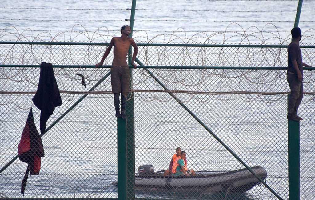 150 migranten klimmen over hekken in Spaanse enclave Ceuta