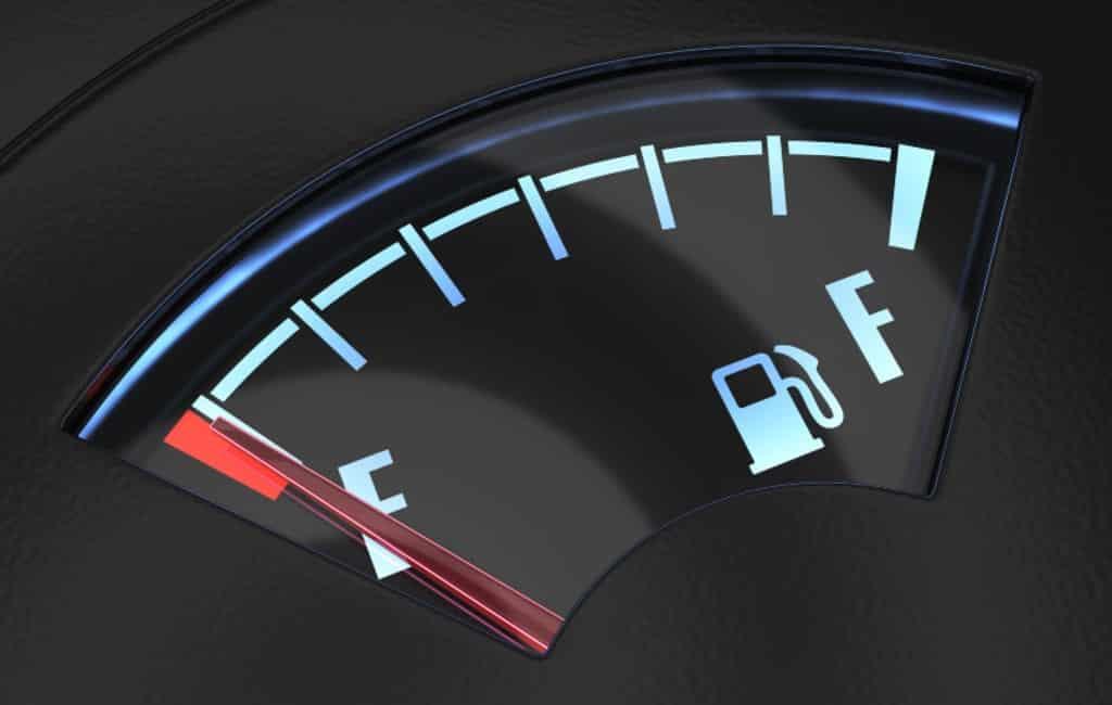 Kun je een bekeuring krijgen als je zonder benzine/diesel staat in Spanje?