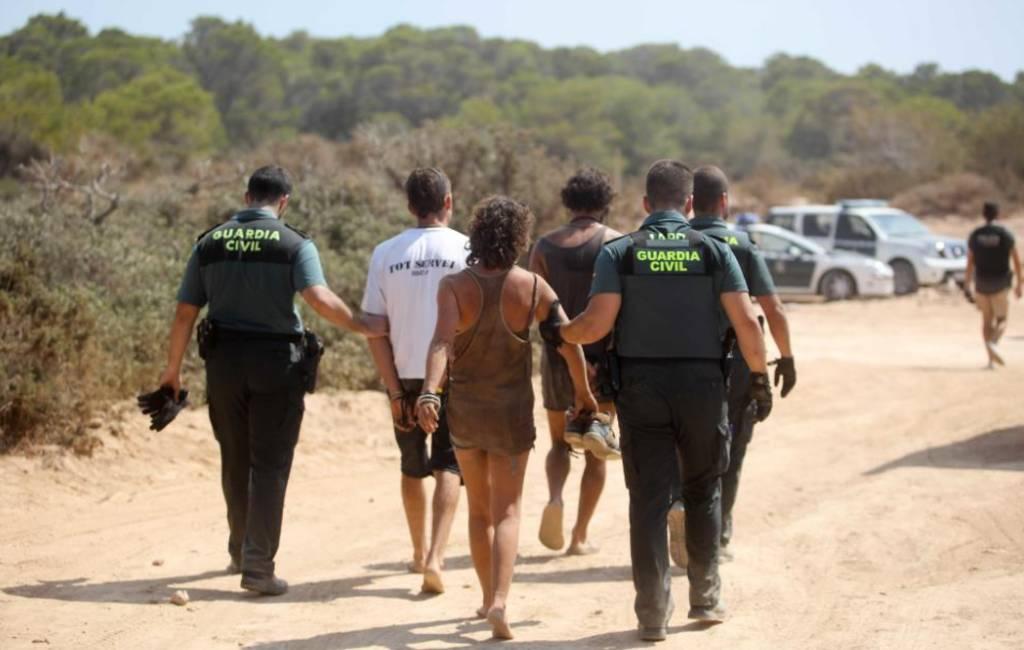 Gewonden, arrestaties en pistoolschot bij illegaal feest op Ibiza