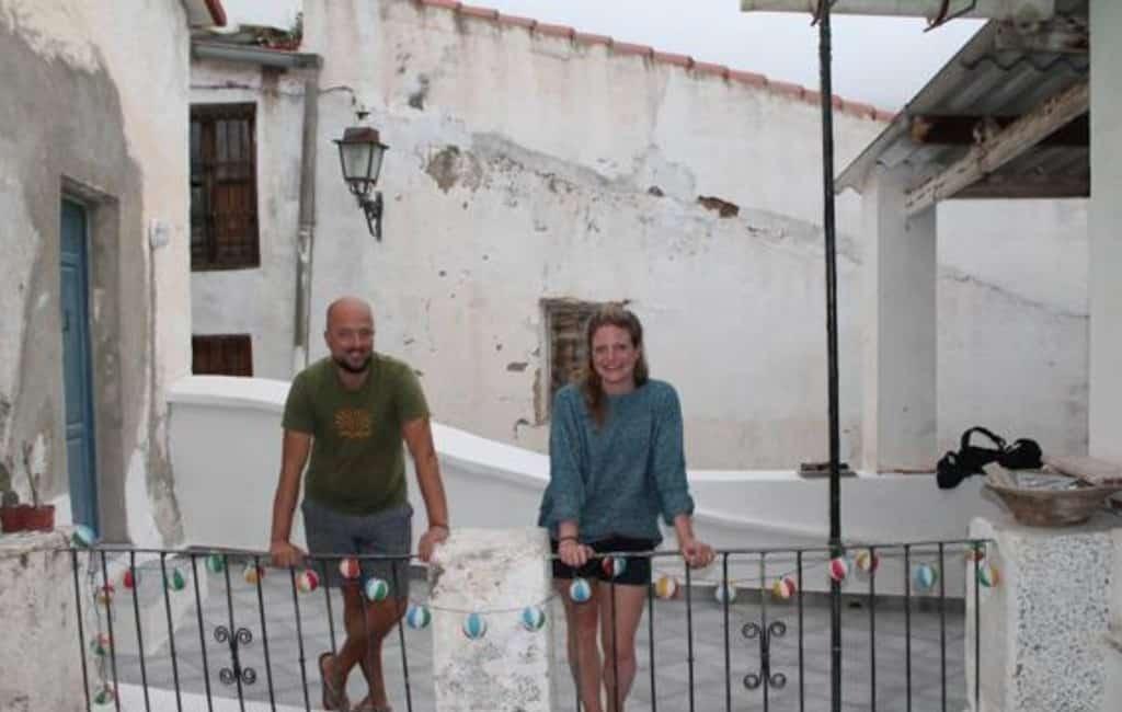 Spaanse krant over de deelnemers van 'Het Spaanse Dorp: Polopos'