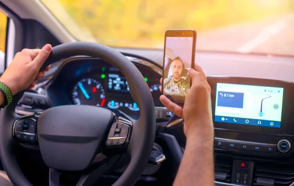 Jaarlijks 360 verkeersdoden door gebruik mobiel achter stuur in Spanje