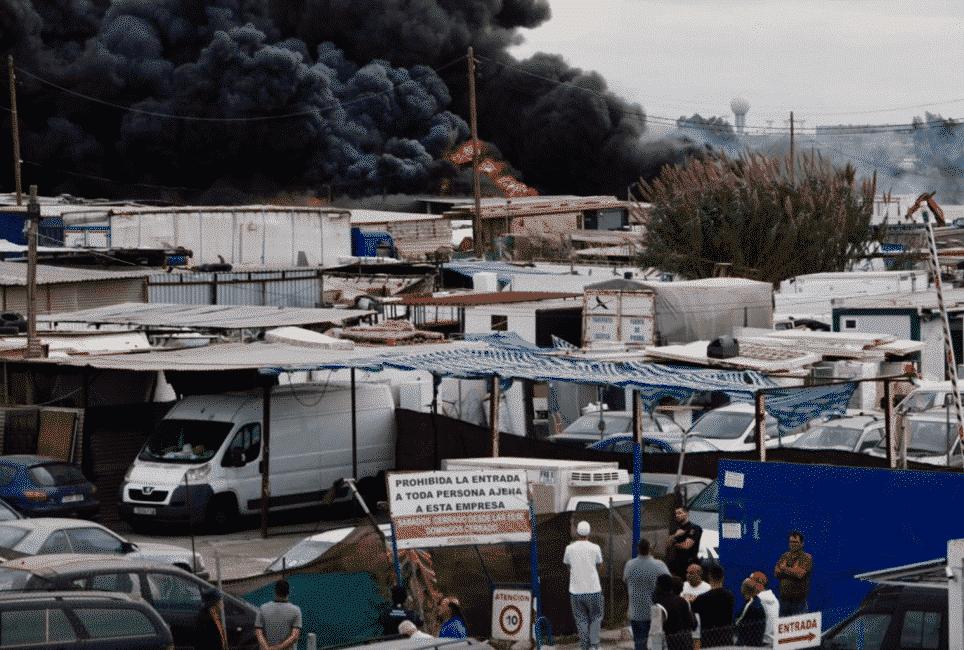 Enorme zwarte rookontwikkeling na brand dichtbij vliegveld Málaga