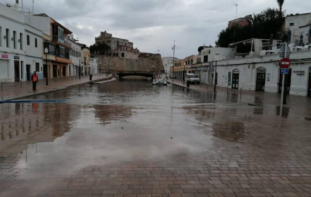 Geheel onverwachte mini-tsunami bij Menorca