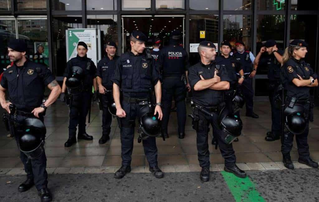 Veiligheidsmaatregelen vliegveld Barcelona en treinstations