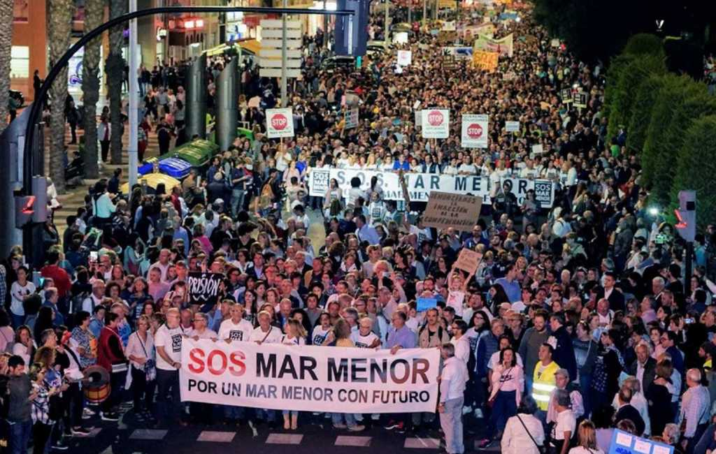 55.000 manifestanten tegen vervuiling Mar Menor in Murcia