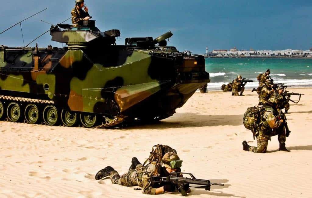 Spaanse marine neemt strand op Ibiza over om gijzelaar te redden
