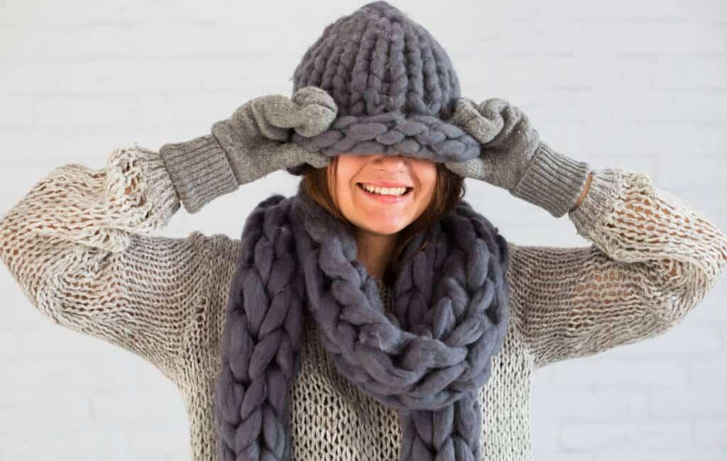 Waar komt de Spaanse uitdrukking 'hace un frío que pela' vandaan
