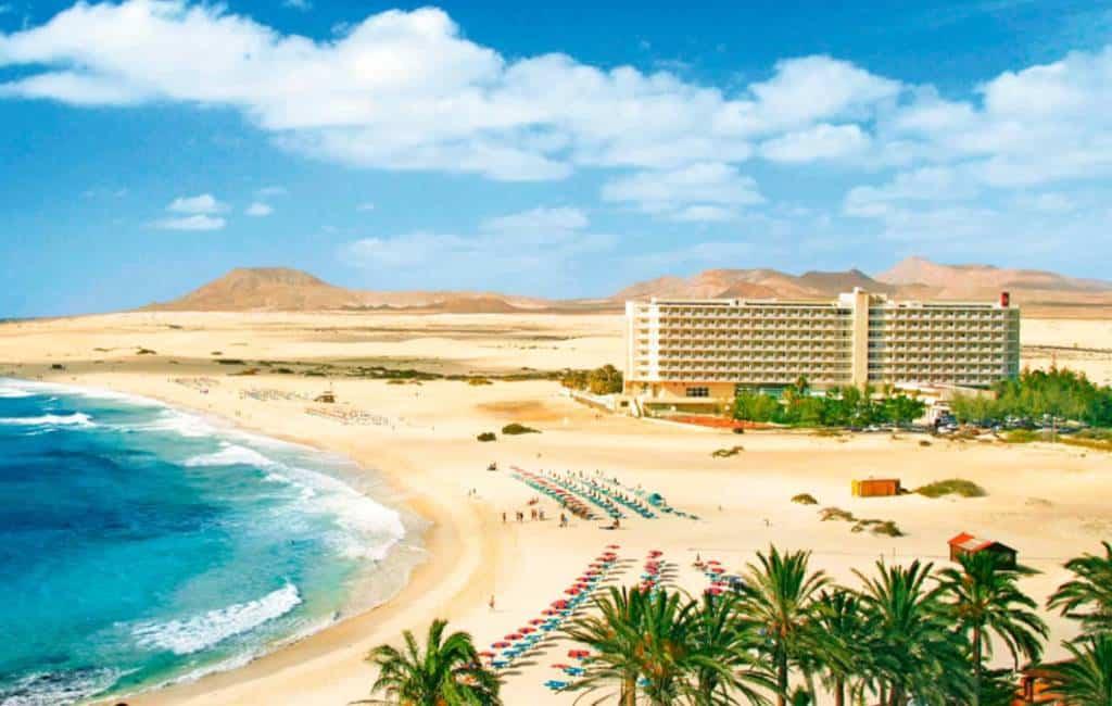 Canarische Eilanden wil oplossing voor op strand gelegen hotel op Fuerteventura