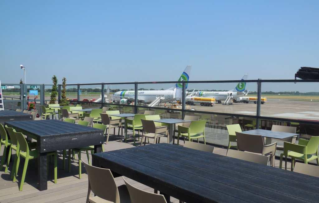 Nieuw panorama-rokers terras vliegveld Alicante-Elche pas in 2020 open