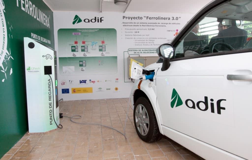 Treinen gaan elektriciteit opwekken voor elektrische auto's in Spanje
