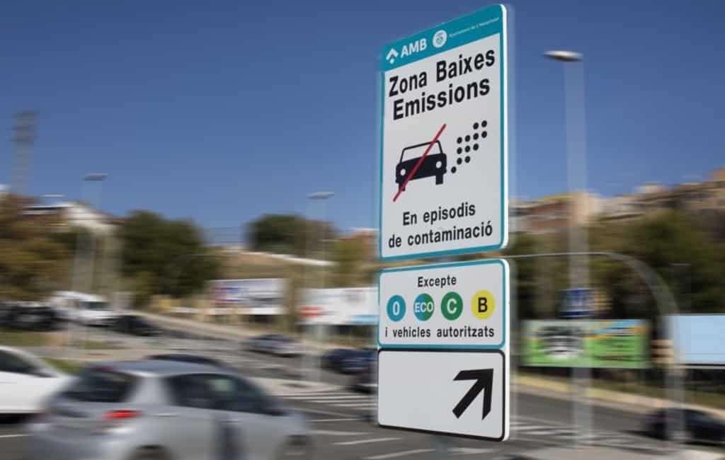 Boetes vervuilende auto's Barcelona verlaagd naar 100 euro