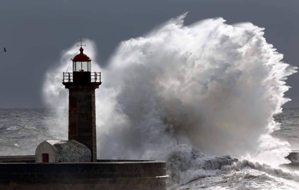 In zee gevallen visser is zevende dode tijdens noodweer Spanje