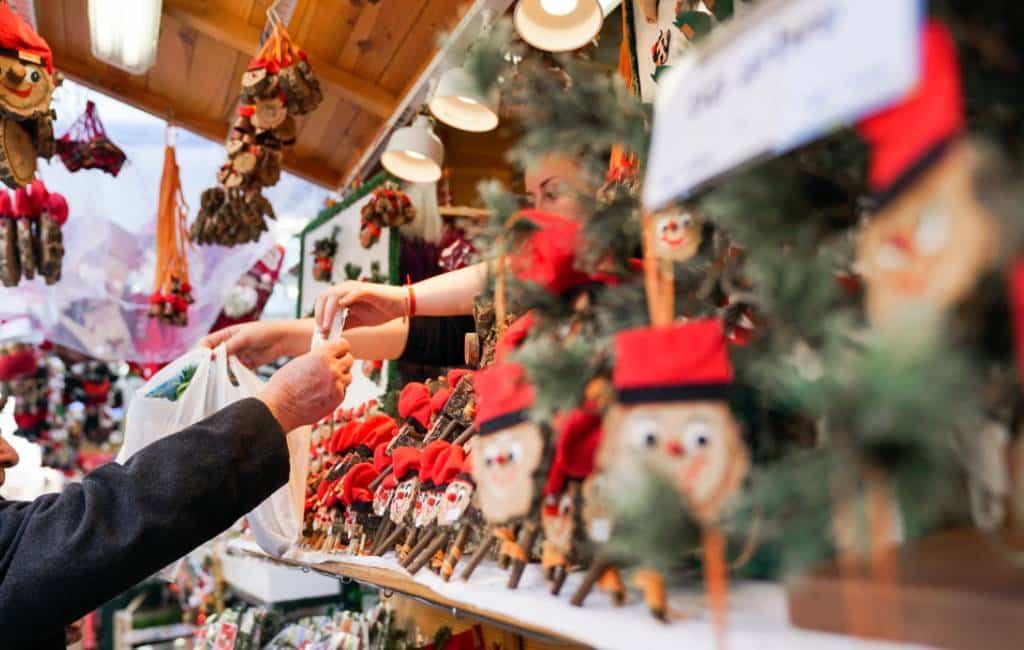 Nieuwe kerstmarkt en verlichting in de haven van Barcelona