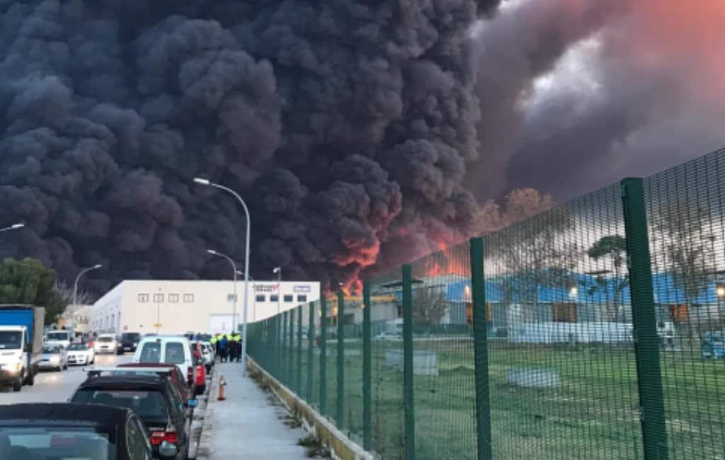 Grote brand bij chemische fabriek nabij Barcelona en AP-7