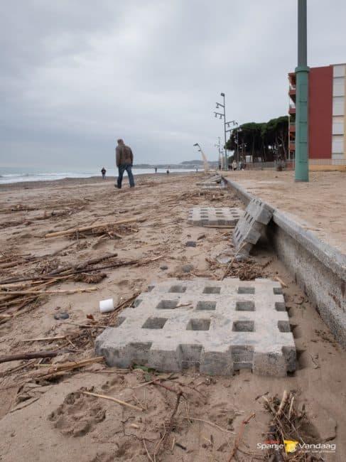 Noodweer laat spoor van vernieling na aan de Costa Dorada (foto's)