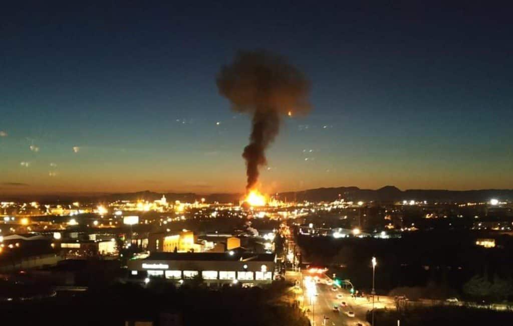 LET OP: Grote explosie petrochemische industrie Tarragona