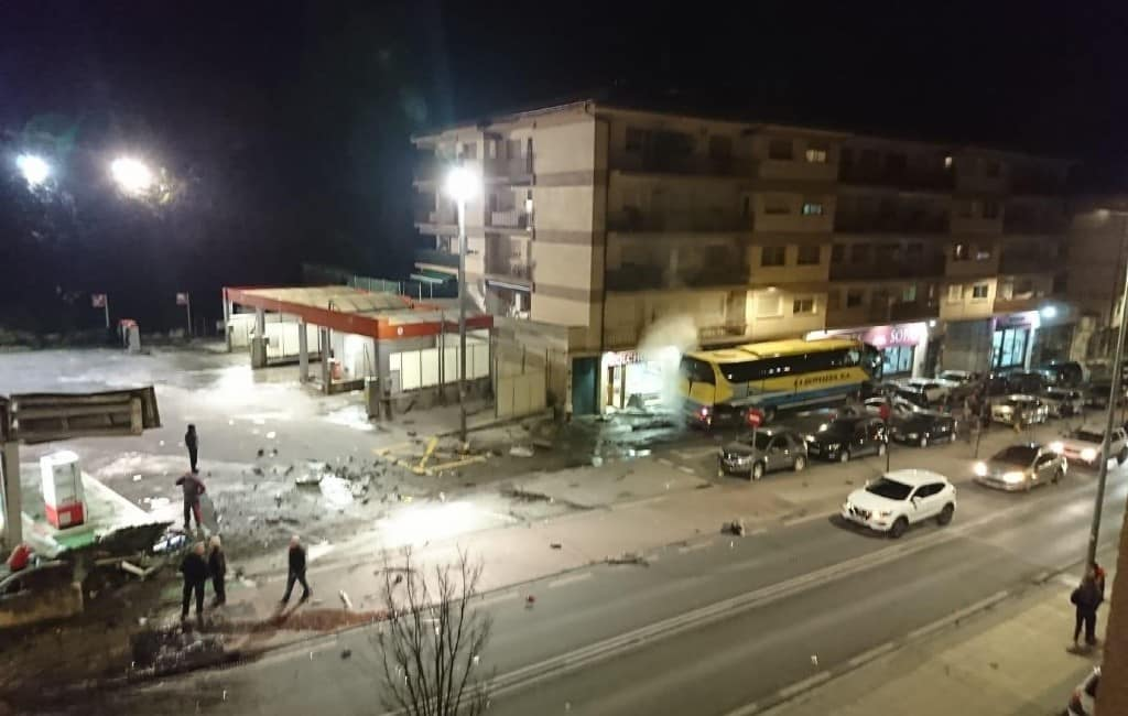 Twee kinderen overleden nadat buschauffeur controle verliest in Navarra