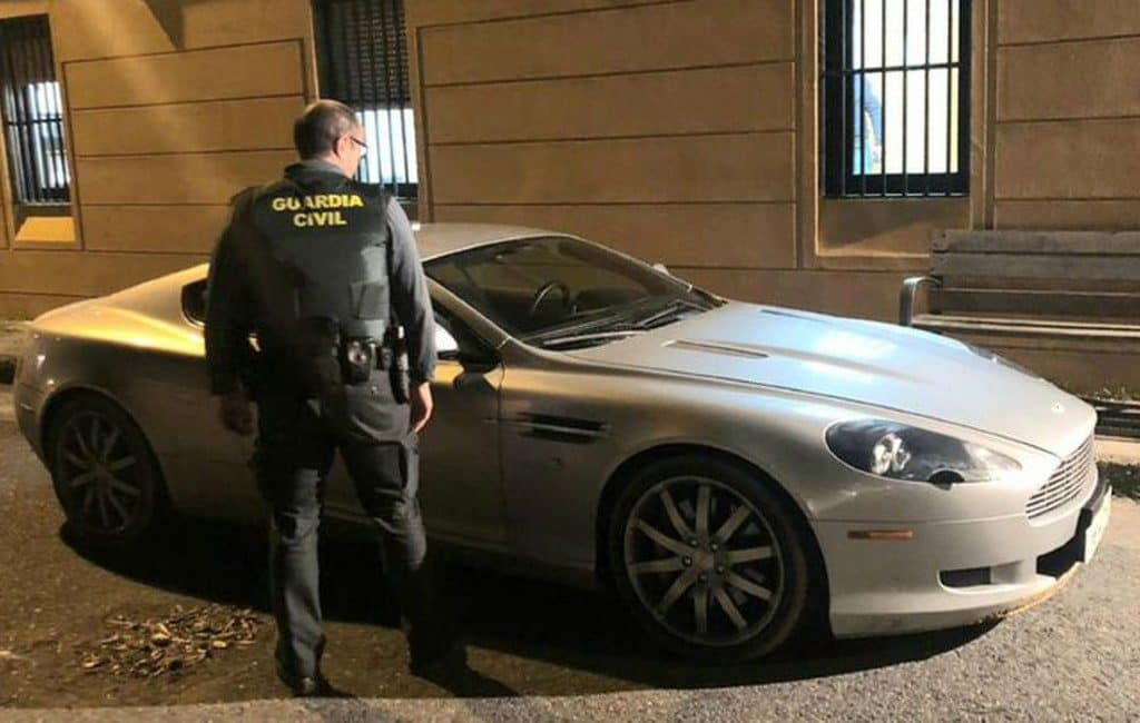 Belg na proefrit met Nederlandse Aston Martin in Spanje aangehouden