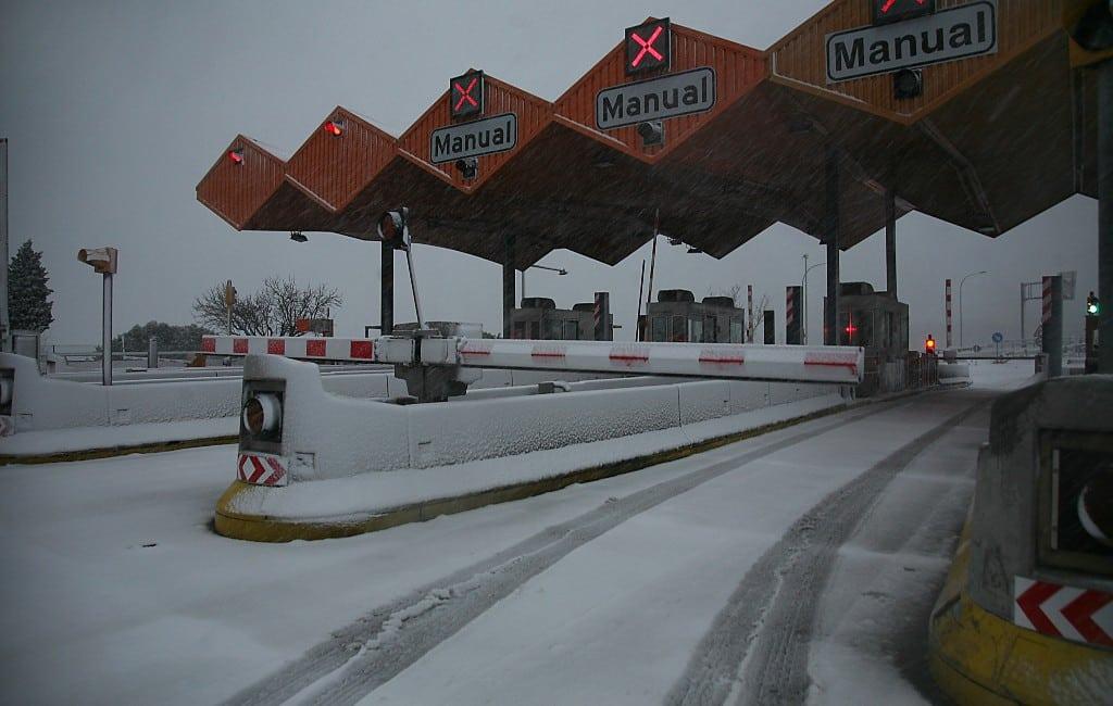 Snelweg AP-7 richting Franse grens gesloten vanwege sneeuw