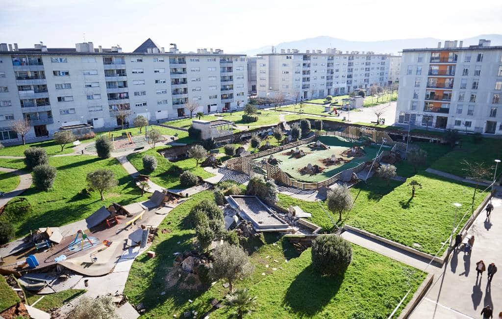 Kinderspeelplaats op parkeergarage in Santander stort in elkaar