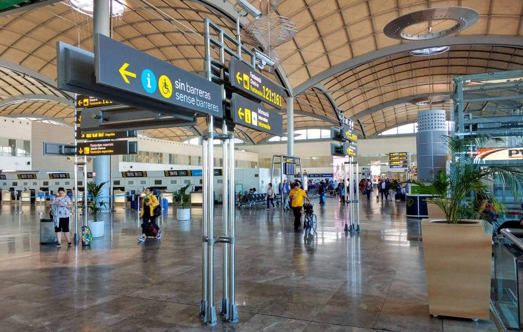 Vliegveld Alicante-Elche vanwege noodweer 24 uur gesloten