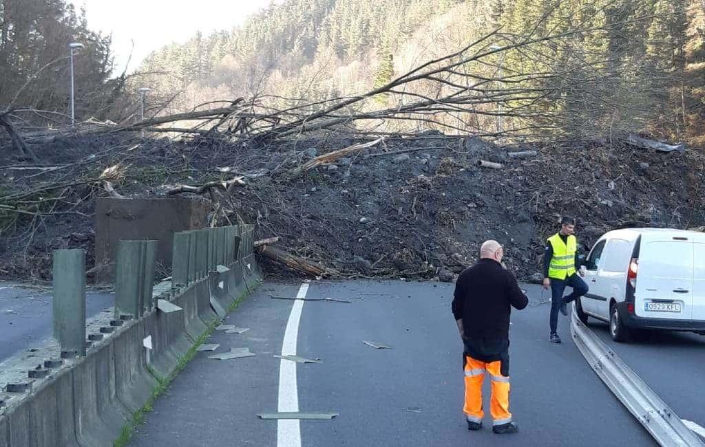 Twee vermisten na aardverschuiving over snelweg Baskenland