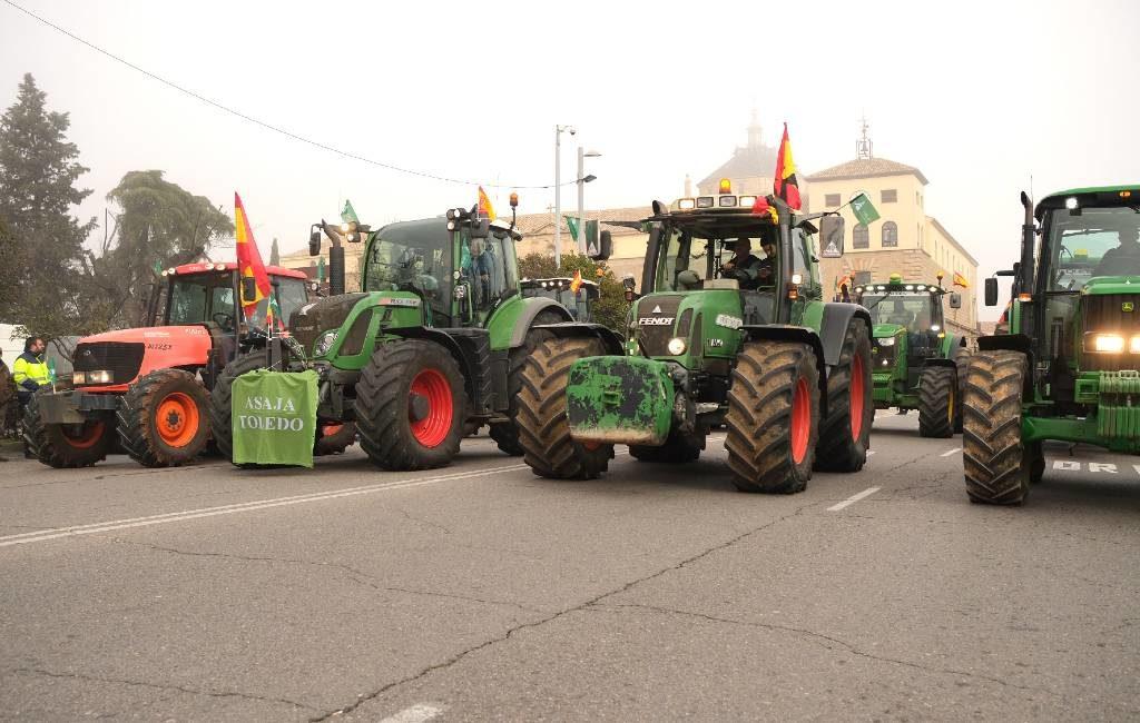 Boerenprotest Spanje met door tractoren geblokkeerde wegen