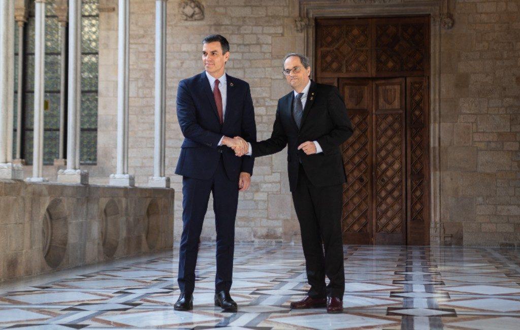 Pedro Sánchez en Catalaanse regiopremier Quim Torra in gesprek
