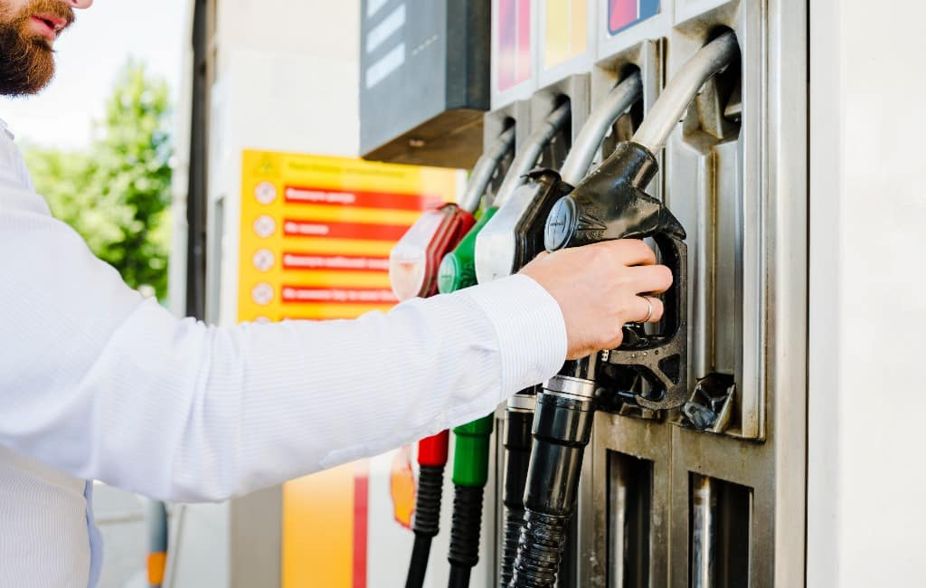 Coronavirus en handelsoorlog zorgt voor daling brandstofprijzen in Spanje