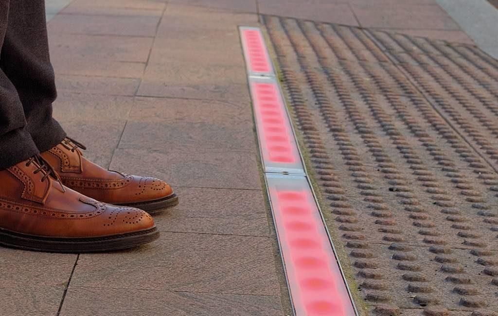 Benidorm krijgt stoplichten in de grond voor telefoongebruikers
