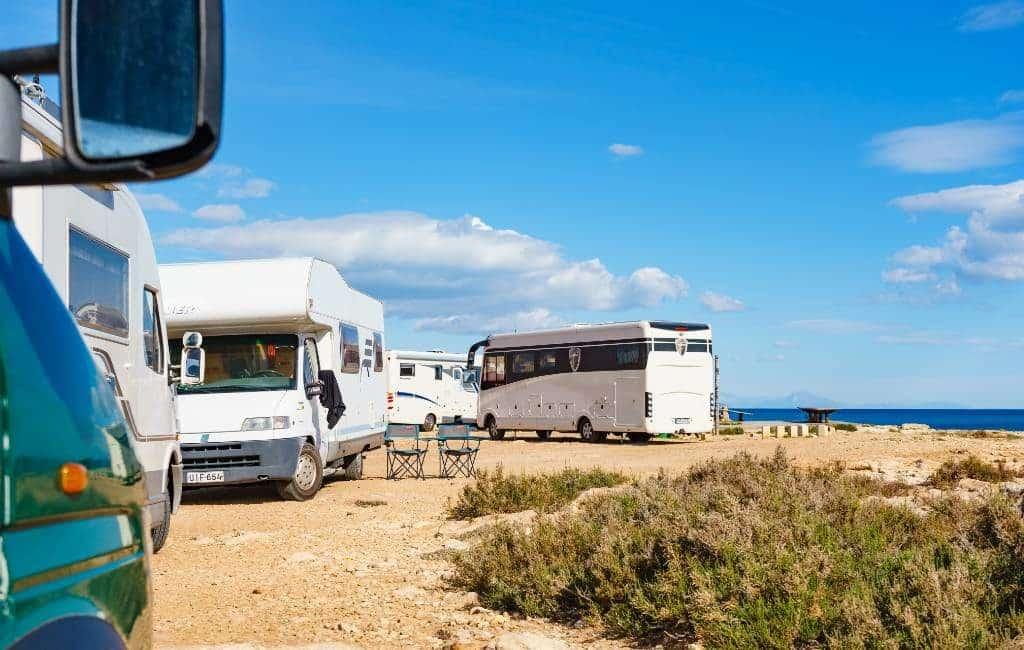 Parkeerverbod in de baaien van Torrevieja om campers weg te sturen