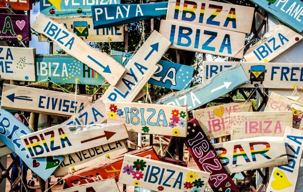 Belg viert tijdens thuisquarantaine met gasten feest op Ibiza (video)