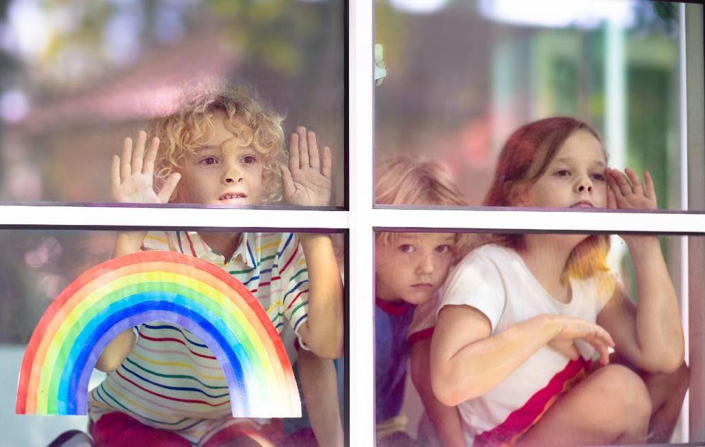Spaanse kinderen tot 14 jaar mogen één uur naar buiten tussen 9 en 21 uur