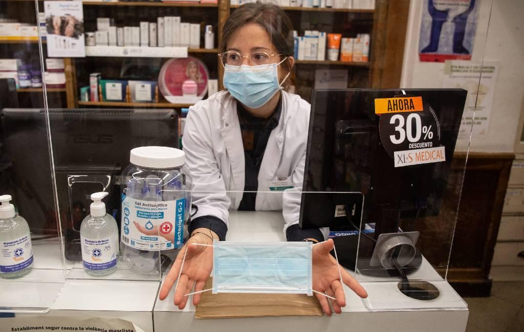 Gratis mondmaskers bij apotheken in Catalonië terwijl Valencia regio volgt